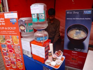 バンガロールの大学の学園祭でMiso Soupを提供
