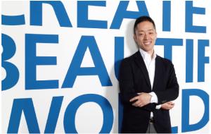ZEPPELIN 代表取締役鳥越康平氏 京都工芸繊維大学卒業後、韓国サムスン電子にてUX・UIデザイナーとして従事。帰国後2005年10月ZEPPELINを設立し、現在は、デザインを軸に、ビジョン形成や新規事業開発に力を入れている。