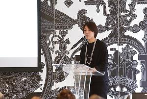 日本ロレアル ロレアルリュクス事業本部 デジタル/eビジネス/CRM統括部長 兼 クラリソニック事業部 事業部長の井上千鶴氏。「オンライン、オフラインで同様の顧客体験、満足を提供できる体制づくりが大切」との考えを示した。