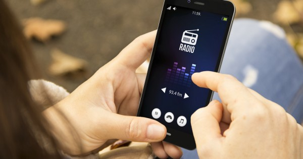 ラジオ放送の多様な「聴き方」続々と 聴取環境改善へ