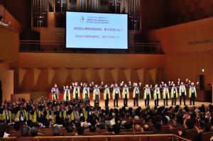 仙台広告協会の会員を挙げて来年の仙台大会をアピール(全広連金沢大会の式典で)