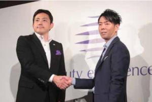 イベントには佐藤可士和氏も出演 発表会では福井敏浩社長(左)が会見し、佐藤可士和氏とのトークセッションも展開された。同氏によるヒアリングを通して、理念を体現する社名へ変更する案が挙がり、1277もの候補から選んだと紹介。