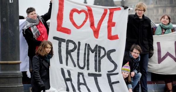 トランプ新大統領は「分断」の炎を消せるのか?マッチポンプな演説を読み解く