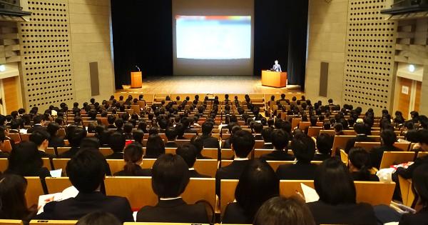 電通・博報堂・ADKの合同説明会に、約1600人の学生が集まる