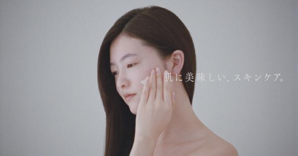 上田義彦さんが演出したpdcの新CM、一筆書きのような美しい映像でブランドを体現