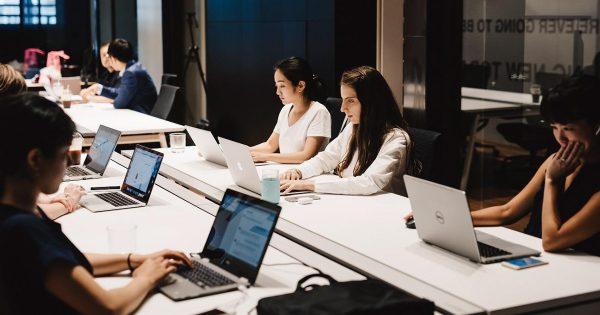 日本語が母語のネットユーザーは世界全体の2.6% 日本企業が多言語で発信する際に注意すべきこととは?