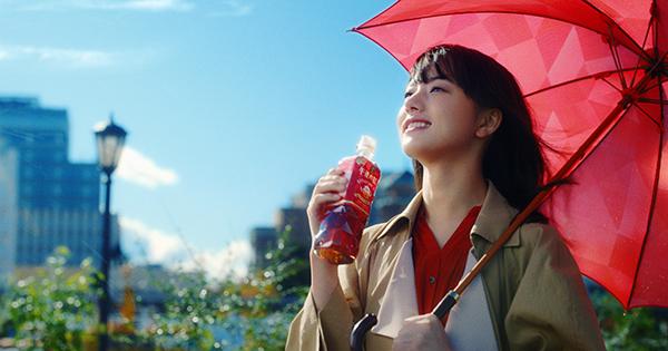 キリン「午後の紅茶」発売35周年の特別なリニューアル 新CMに清原果耶を起用