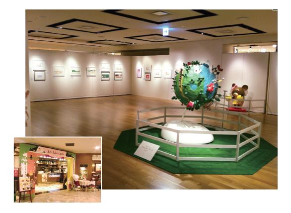 原画展は年間2〜3カ所ほどで開催。カフェイベントも各地で好評(左)。イベントとセット展開することが多い。