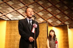 TCC賞贈賞式であいさつする仲畑貴志氏(ナカハタ)と小野麻利江氏(電通)