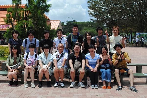 中村組では、名古屋にいながら卒業旅行も企画。東京駅からバスをチャーターして、千葉のマザー牧場に遊びに行きました。