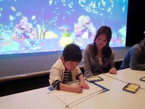 紙に描いた魚が泳ぎだす?! チームラボと大広が大阪・海遊館でアート ...