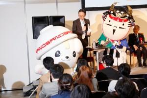 佐野市の「さのまる」(左)と浜松市の「出世大名家康くん」(右)もゲスト出演し、会場を盛り上げた。