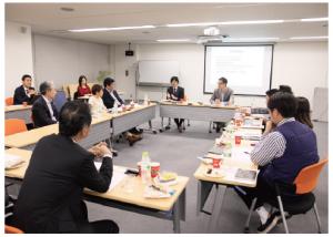 第2回ラウンドテーブルの様子。ハイブリスジャパン・代表取締役社長の堀 裕氏は「『これがオムニチャネルの正解』というものはない。だからこそ、ラウンドテーブルを通じ、『こんな取り組みをしたらうまくいった』という各社のナレッジを共有いただくことで、マーケターの皆さんの課題解決に役立てていただければ。ひいては日本全体の活性につながっていくようなことができれば嬉しい」と話した。
