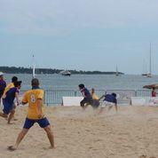 期間中にはビーチサッカーの大会も開催。写真は日本チームの試合の様子。
