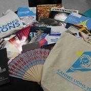 写真は参加者に配られるプログラムなどが入ったキット。